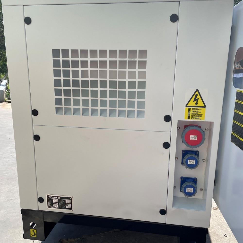 BLACK+DECKER Groupe électrogène 2,2Kw Essence 230V Inverter Insonorisé BXGNi2200E